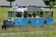 Beliebtes Fotosujet: Der restaurierte Trolleybus bei seinen Publikumsfahrten durch Luzern. (Bild: Robert Bachmann)
