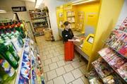 Vielerorts sind bereits Postagenturen in Dorfläden integriert, wie hier im Willi-Beck in Hellbühl. (Archivbild Philipp Schmidli)