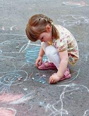 Kinder brauchen Freiraum für unbeobachtetes Spielen, um willensstarke Wesen zu werden. (Bild: Keystone)