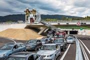 Fehlt bei einem Unfall auf der Autobahn die Rettungsgasse, können Blaulicht-Organisationen nur mit Mühe zum Einsatzort vordringen. (Bild: PD)