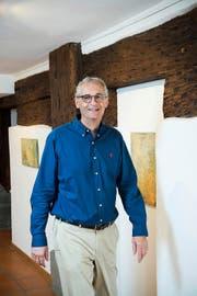 Vom Pensionierten zum Galeristen: Fredy Amrein (64) in seiner Galerie Im Zöpfli in Luzern. (Bild Dominik Wunderli)