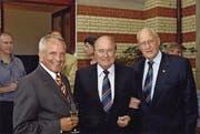 Toni Bucheli mit den ehemaligen Fifa-Präsidenten Joseph Blatter und João Havelange (von links). (Bild: AB)