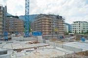 Wohnungen im Kanton sind trotz reger Bautätigkeit, wie hier in Goldau, Mangelware. (Bild: Erhard Gick / Neue SZ)