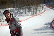 Bernhard Russi besichtigt im Februar 2012 die Abfahrtspiste in Krasnaja Poljana, die er für die Olympischen Spiele gebaut hat. (Bild: Keystone/Della Bella)
