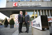 Dürfen sich freuen: OKB-Präsident Josef Nigg (links) und OKB-Direktor Bruno Thürig. (Bild Corinne Glanzmann/Neue OZ)