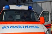 Der verletzte Mountainbiker wurde mit dem Rettungsdienst ins Kantonsspital nach Stans gefahren. (Symbolbild Geri Wyss)