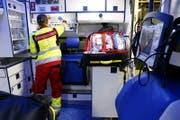 Der Rettungsdienst Zug bei der Arbeit. (Bild: Werner Schelbert ( Zug, 5. Juli 2017))