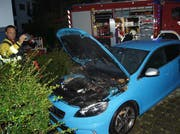Das Auto fing Feuer. (Bild: Zuger Polizei)