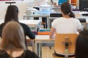 Sekundarschüler während des Unterrichts im Schulhaus Gasshof im Stadtteil Littau. (Bild: Boris Bürgisser)