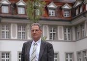 Paul Lalli vor der Psychiatrischen Klink Oberwil. (Bild Andrea Schelbert/Neue ZZ)