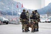 Soldaten erhalten für ihre Diensttage Erwerbsersatz. (Bild: Gian Ehrenzeller/Keystone (Davos, 14. Januar 2016))