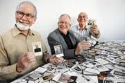 Sie sammeln Leidbilder aus Leidenschaft: Ruedi Ammann, Friedrich Schmid und Bernhard Wirz (von links). (Bild: Eveline Beerkircher/Neue LZ)