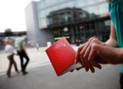 Der Pass 2003 kann nur noch bis Ende Februar in der Einwohnergemeinde beantragt werden. (Bild Stefan Kaiser/Neue ZZ)