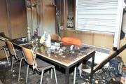 Der in Brand gestandene Baucontainer an der Seestrasse. (Bild: Zuger Strafverfolgungsbehörden)