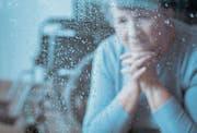 Der Verlust eines Lebenspartners ist nicht nur sehr schmerzlich, sondern kann auch zu einem Grund für existenzielle Sorgen werden. (Symbolbild: Getty)