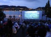 Das Open-Air-Kino am Luzerner Alpenquai. (Bild Roger Grütter)