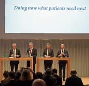 Die Roche-Spitze (von links) Daniel O'Day, Severin Schwan, Alan Hippe, Roland Diggelmann. (Bild: Georgios Kefalas/Keystone (Basel, 1. Februar 2018))