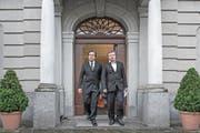 Ignaz Walker (rechts) und sein Verteidiger Linus Jaeggi nach der Urteilsverkündung des Obergerichts. (Bild: Pius Amrein (Altdorf, 18. April 2016))