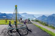 Spiel und Spass vor atemberaubendem Alpenpanorama: Auf dem Stoos kommen Gross und Klein auf ihre Rechnung.