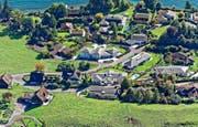 Blick auf Villenquartier in Meggen: In keiner anderen Luzerner Gemeinde leben mehr Menschen mit hohem Reineinkommen und hohem Vermögen. (Bild: Luftbild Reportair.ch)