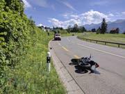 Die Umfahrungsstrasse wurde zwischen der Verzweigung beim Verkehrsamt und dem Seebner Acherli-Kreisel gesperrt. (Bild: Geri Holdener / Bote der Urschweiz)