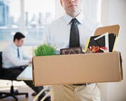 Wer am Arbeitsplatz seine Sachen packen muss, wird nicht immer ordentlich verabschiedet. (Symbolbild: Getty)