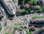 Die Bushaltestelle «Pilatusplatz» an der Obergrundstrasse wird verlängert. Die Tankstelle wird demontiert.