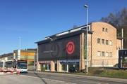 Musik Hug will auf kommenden Juli in dieses Gebäude an der Luzernerstrasse 45 in Ebikon einziehen. (Bild: René Meier / luzernerzeitung.ch)