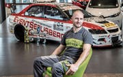 Lässt für sein Hobby einen fünfstelligen Betrag springen: Patrick Müller (31), hier am Arbeitsplatz in Oberkirch. (Bild: Nadia Schärli (5. Januar 2018))