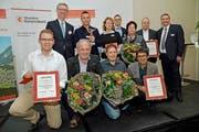 Die Preisträger des KMU-Anerkennungspreises des Obwaldner Gewerbeverbandes. (Bild Robert Hess)