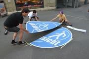 Verschiedene Stellen in der Innenstadt und der Neustadt werden mit runden Signeten «Rücksicht» signalisiert. (Bild: PD)