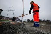 Das Zuger Strassenbauprogramm kann nicht wie geplant durchgeführt werden. (Symbolbild Neue ZZ)