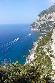 Gut gelaunt posierte die LZ-Lesergruppe auf ihrem Ausflug zum Vesuv, bevor sie eine Tour durch Neapel und seine vielen Gassen unternahm.bilder bettina schibli