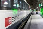 Ein Zug im neuen Gotthard-Basistunnel bei Erstfeld. (Bild: Keystone / Alexandra Wey)