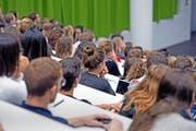 Welche Gymnasien bilden erfolgreiche Studenten aus? Die entsprechenden Daten wären vorhanden, sie werden aber nicht ausgewertet. Im Bild: Start des Herbstsemesters 2014 an der Uni Luzern. (Bild Pius Amrein)