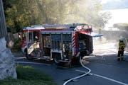 Das Fahrzeug der Feuerwehr Luzern kommt beim Seehotel Hermitage am Donnerstag zum Einsatz. (Bild: Leserbild Simona Keller)