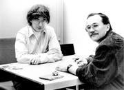 Die beiden Redaktoren Gerhard Oswald (links) und Josias Clavadetscher in den Siebzigerjahren. (Archivbild Neue SZ)