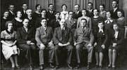 Jakob Feer (mittlere Reihe, fünfter von rechts) 1938 als Mitglied des Cäcilienvereins Ballwil. Links von ihm seine Schwester Margrith. (Bild: Jubiläumszeitschrift 100 Jahre Kirchenchor Ballwil 2015)