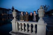 Die Mitinitianten Nico Planzer, Roman Stadelmann, Lea Fuchs und Till Hächler vor der Jesuitenkirche in Luzern. (Bild: Manuela Jans / Neue LZ)