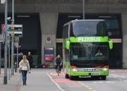 Der erste Flixbus erreicht die Stadt Luzern. (Bild: Stefanie Nopper / luzernerzeitung.ch)