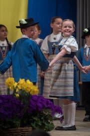 Da waren Kinder der 2. Primarstufe des Schulhauses Spitz, die sich einmal im Jahr ins Trachtengewand stürzen und Tänze präsentieren. (Bild: Boris Bürgisser (Horw, 1. April 2017))