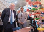 Der FDP-Magistrat besucht im Westjordanland ein Wissenschafts- und Technologiehaus für Jugendliche. (Bild: Anthony Anex / Keystone)