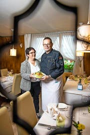 Susanne und Werner Häcki vom Restaurant Sternen in Buochs mit ihrem «Stunggis», der auch einen Stern verdient. (Bild: Roger Grütter / Neue LZ)