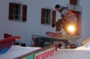 In Schwyz: Snowboarder sorgten für viel Spektakel. (Bild: Philipp Schmidli / Neue LZ)
