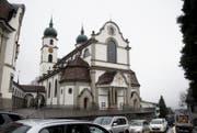 Die Pfarrkirche Eschenbach von der Strasse aus gesehen. (Bild: Corinne Glanzmann (16. Februar 2018))