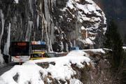Während dem Winter ist die Hauptstrasse ins Muotathal wieder zweispurig befahrbar. (Bild: Archiv Erhard Gick / Neue SZ)