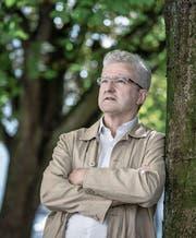 András Özvegyi (53), fotografiert im Helvetiagärtli. (Bild: Pius Amrein (Luzern, 19. Juli 2017))