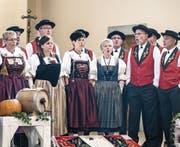 Mitglieder des Jodlerklubs Burgfründe Rothenburg. Die Männer singen in einer neuen Tracht. (Bild: Pius Amrein (Rothenburg, 24. September 2017))