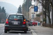 Im Parkhaus beim Kantonsspital in Luzern ist zu wenig Platz – es gibt regelmässig Stau oder die Autofahrer weichen auf das Maihof-Quartier aus. (Symbolbild: Dominik Wunderli)