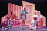 Chanelle Wyrsch (Mitte) als Marty in ihrer Lieblingsszene: der Pyjama-Party. (Bild: Marcel Kohnen/PD)